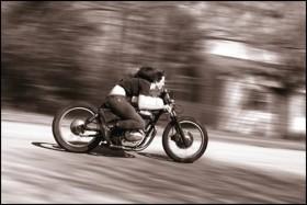 Girlsonbikes001